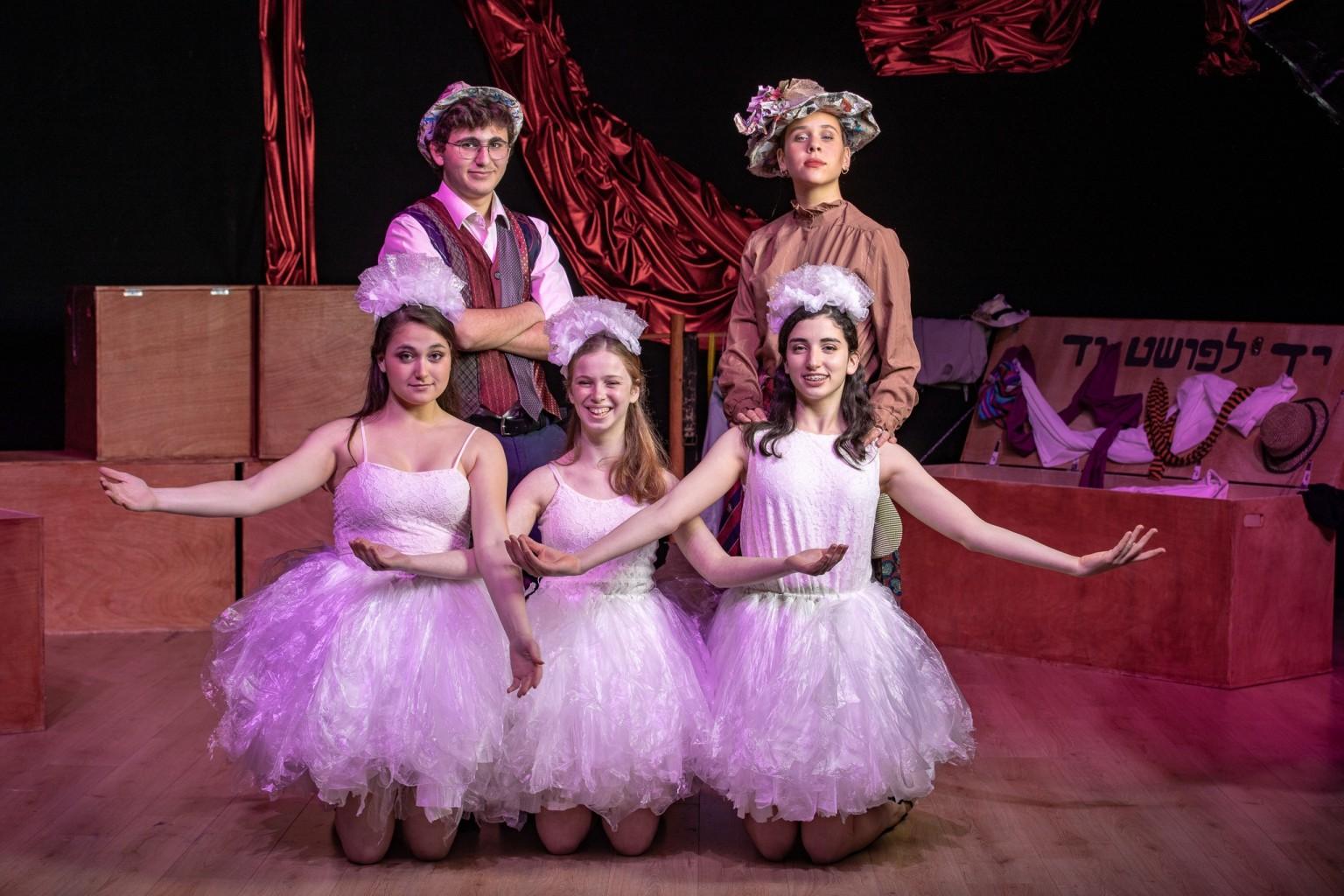אופרה בגרוש - הצגת כיתה י' תיכון וולדורף הוד השרון