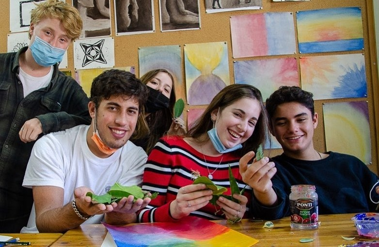 תלמידי תיכון תמר נחשפים למגוון רחב של תחומי דעת ועוסקים בעשייה, חברתית, ערכית, מדעית ואומנותית כחלק משגרת לימודיהם בתיכון.